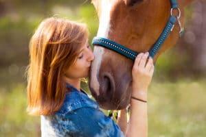 Ein altes Pferd und seine Reiterin – Horsia Ratgeber